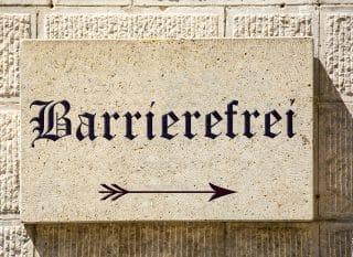 Schild mit Barrierefrei