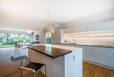 Foto einer offenen Küche